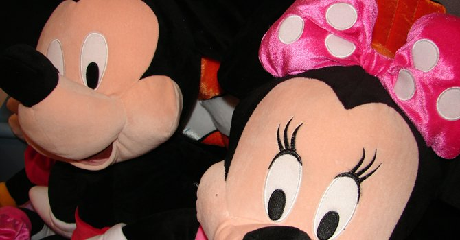 Disney World se acerca más a los hispanos
