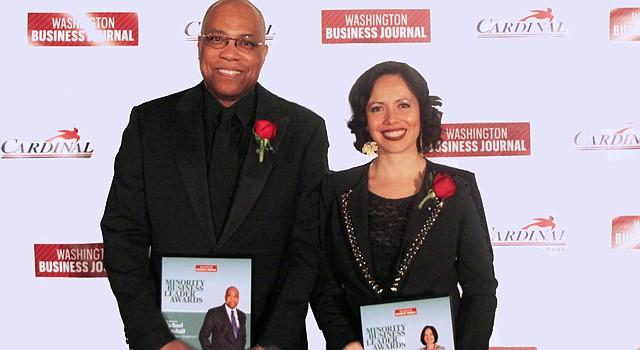 INNOVADORES. La arquitecta Paola Moya y su socio Michael Marshall en la premiación el jueves 20 en DC.