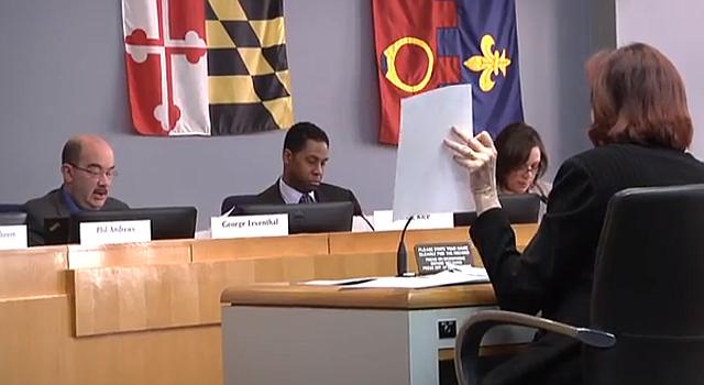 Karen Devitt, de Silver Spring, co-directora de RFKM en una audiencia ante el Concejo de Montgomery