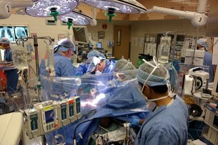 ¿Se tiene que operar? Asegúrese de preguntar por un médico anestesiólogo