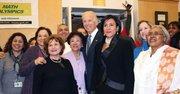 INSCRIPCIÓN. El vicepresidente Joe Biden visitó la Escuela Carlos Rosario en DC el lunes 31 de marzo en el último día para inscribirse en el Obamacare.