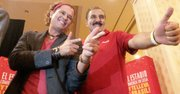 El cantante colombiano Carlos Vives y el locutor argentino Fernando Fiore durante la presentación de la canción La Copa de Todos en una conferencia patrocinada por la firma Coca Cola en Hispanicize, el jueves 3 de abril de 2014 en el Hotel Intercontinental de Miami, Florida.
