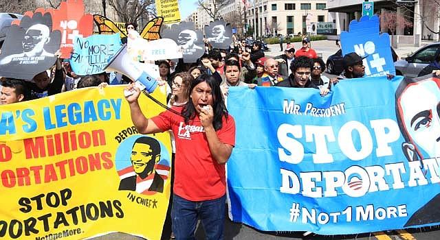 Manifestación el sábado 5 de abril en Washington, DC, contra las deportaciones de inmigrantes.