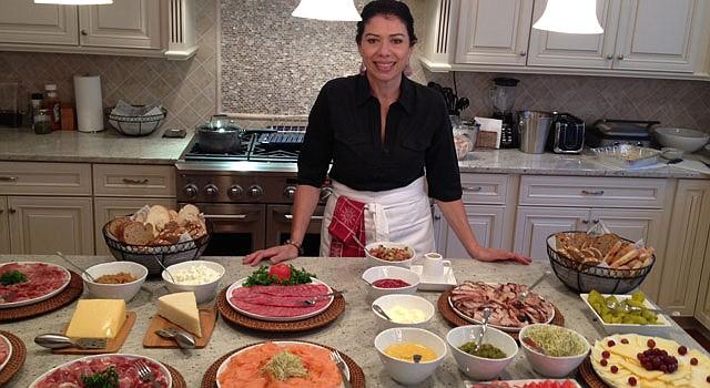 CHEF. Morela Colina trabaja al gusto de novios o quinceañeras, ajustando sabores y organizando los eventos.