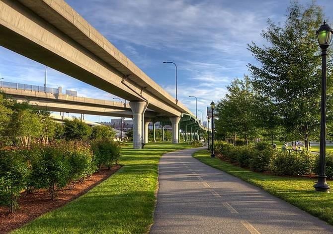 Cinco Ciclo-vías para pasear en bici en Boston