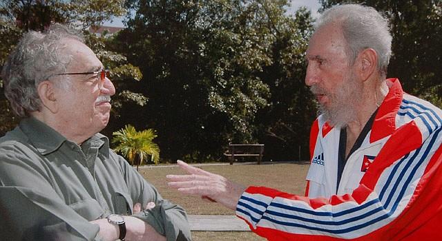 """Fotografía de archivo el diario colombiano """"El Tiempo"""" que muestra la reunión del 12 de marzo de 2007 que el presidente de Cuba, Fidel Castro (d), y el escritor colombiano, Gabriel García Márquez, mantuvieron en Cuba."""