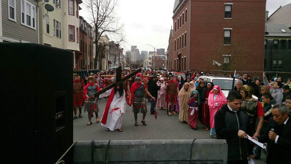 Evento en East Boston el Viernes Santo 2014. Fuente: Las Parceritas