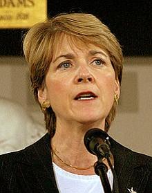 Martha Coakley entregó más firmas de las requeridas