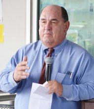 El superintendente Edward Brand, encabezó las negociaciones.