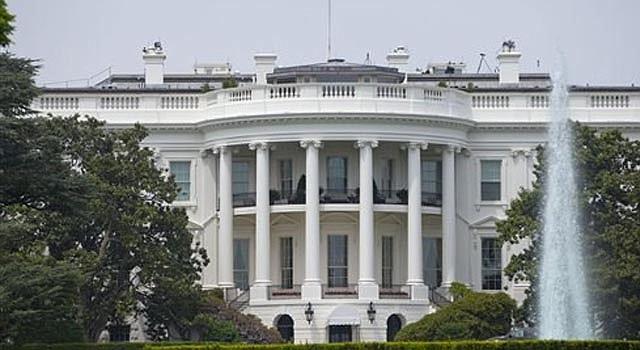 Foto de la Casa Blanca tomada el 9 de mayo del 2014. La mansión presidencial tiene ahora paneles en el techo que le permitirán usar energía solar. (AP Photo/Pablo Martinez Monsivais)