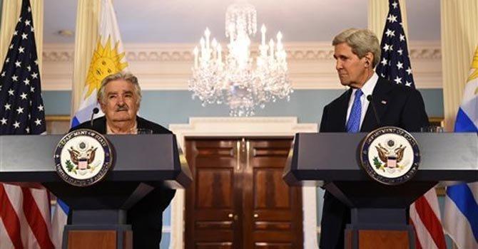 Mujica habla con Kerry sobre inversiones