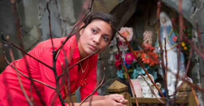 Joven madre salvadoreña espera un regalo de vida