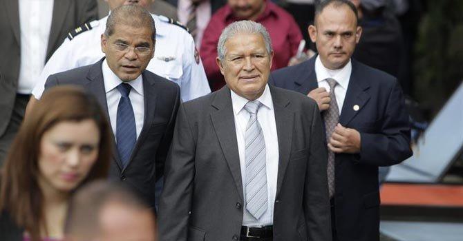 El Salvador: Sánchez Cerén tendrá economía dolarizada