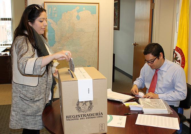 Colombianos En El Exterior A Votar Para Decidir Futuro De La Paz Boston 39 S Online Hispanic