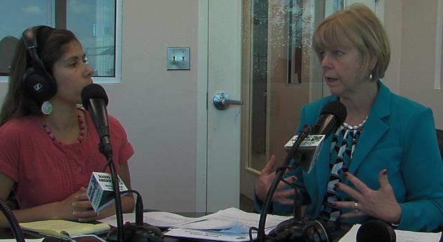 La concejal del condado de Montgomery, Nancy Floreen, habla de las votaciones primarias en el nuevo show de radio del Concejo en español, conducido por Julie Ríos Little .