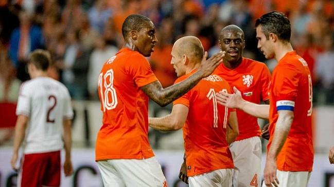 Holanda derrotó con facilidad a Gales; Van Persie salió lesionado
