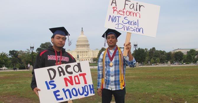 Trump propone regularizar a 1,8 millones de jovenes inmigrantes