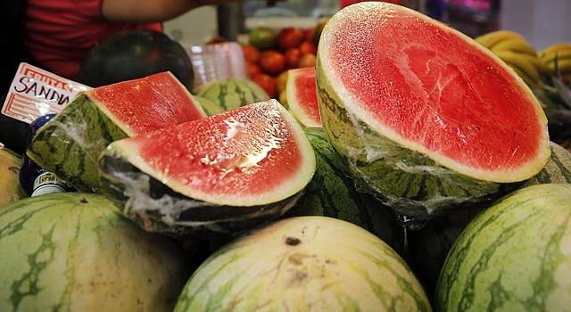 La sandía es una de las frutas más grandes, y con más agua que existen.