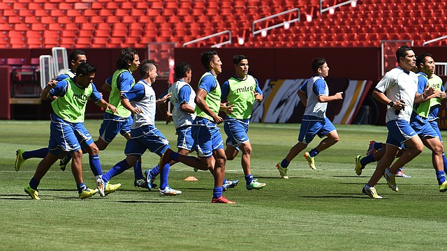 Los jugadores de la selección de El Salvador tendrán ante Honduras que corregir los errores que cometieron ante Guatemala, según dijo su técnico Albert Roca.