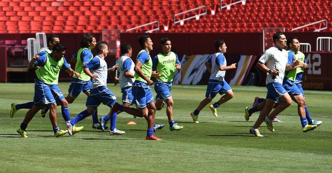 El Salvador se juega la vida ante Honduras