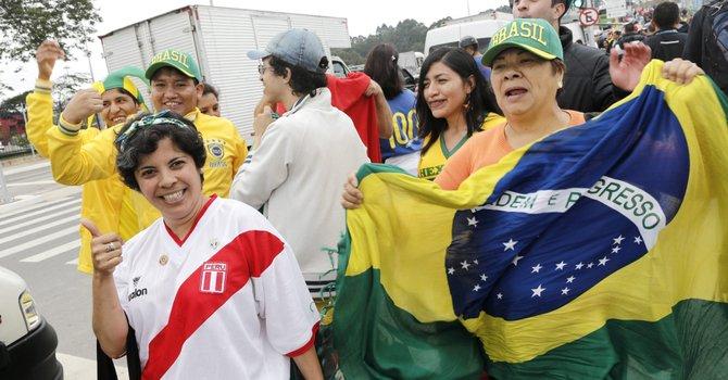 Brasil olvida los problemas y abre el Mundial