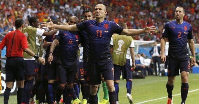 Holanda golea 5-1 al campeón España