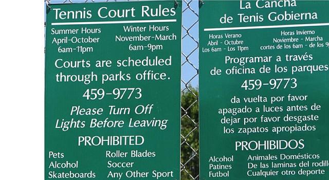 """""""Traducción"""" al español en una cancha de tenis en Estados Unidos"""