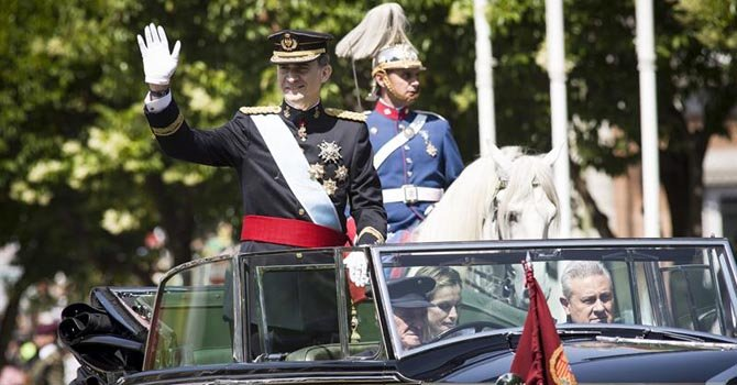 El Rey Felipe VI recorre las calles de Madrid