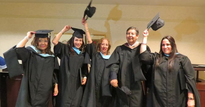 Celebran graduación de adultos