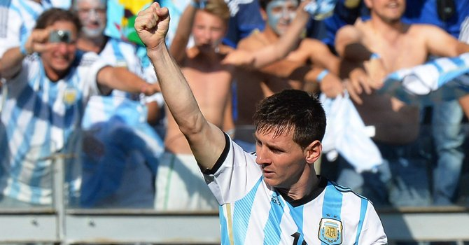 Messi a un paso de dejar la sombra de Maradona