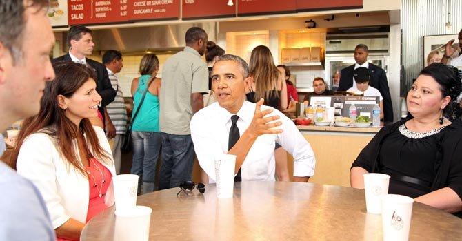 Obama sale de la Casa Blanca para comer un burrito