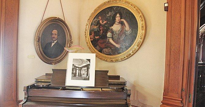 La mansión del obispo conserva gran parte de la construcción original. Con pisos de madera fina, mesas y recubrimientos de mármol exportado de Europa, el lugar exhibe las fotos de sus primeros residentes, el Coronel Walter Gresham y su esposa Josephine.