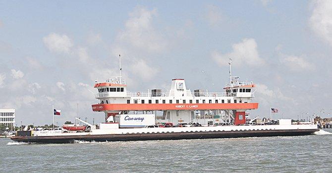 El famoso ferry navega diariamente desde 1929 entre Galveston y el Puerto de Bolivar, inicialmente operado por una compañía privada, hoy en día es administrado por el estado de Texas.