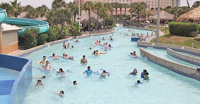 La diversión acuática de Galveston cuenta con balnearios de agua dulce como el parque Schlitterbahn, con más de 35 albercas y ríos artificiales para diversión de todas las edades. Está localizado en el 2026 Lockheed St. de Galveston. Para información adicional visitar http://schlitterbahnnews.com/