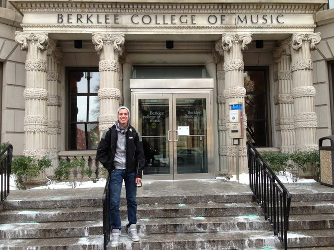 Luis Gamarra fue noticia nacional en Bolivia al ingresar a la escuela de música Berklee en Boston.