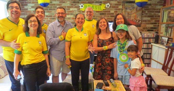 Aficionados locales vibran con el Brasil-Chile