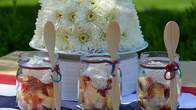 Trifle con natilla de arándano