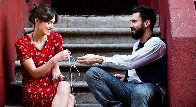 """En esta imagen difundida por The Weinstein Company, Keira Knightley y Adam Levine en una escena de """"Begin Again"""". (AP Foto/The Weinstein Company, Andrew Schwartz)"""