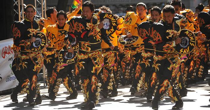 Desfile de orgullo boliviano
