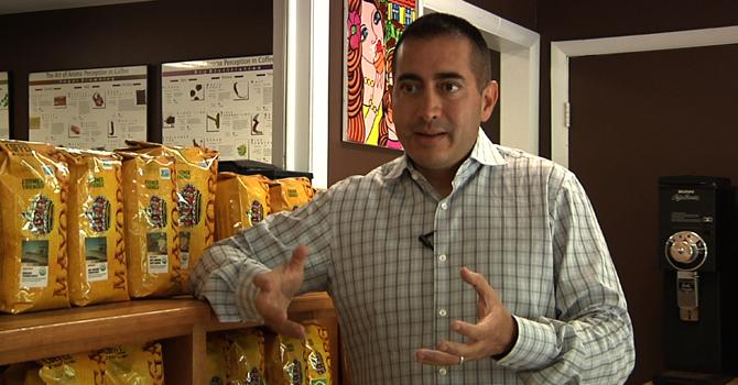 """""""Con el café apoyo a los productores en Centroamérica"""", dice Martín Mayorga."""