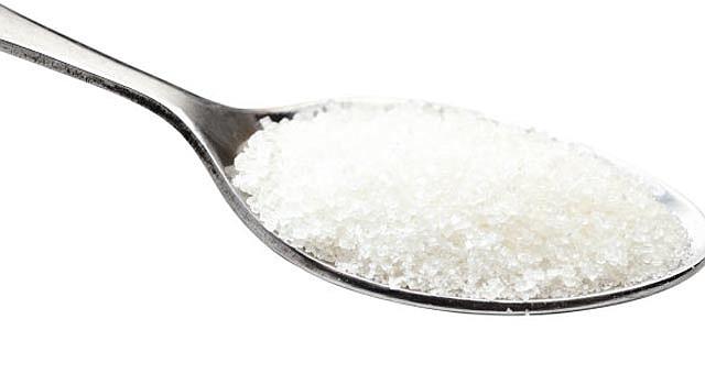 Para disminuir la presencia de las calorías vacias en nuestra dieta conviene limitar la ingesta de productos con alto contenido de azúcar.