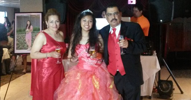 Sue os de padre e hija hechos realidad el tiempo latino for Silla quinceanera
