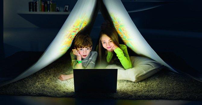 Los adolescentes otorgan un valor fundamental a las nuevas tecnologías y a internet, como un signo de identidad y de estatus, y su uso se ha convertido en prioritario en su vida. Foto: EFE
