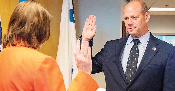 EE.UU. dará visas de trabajo a cónyuges de inmigrantes calificados