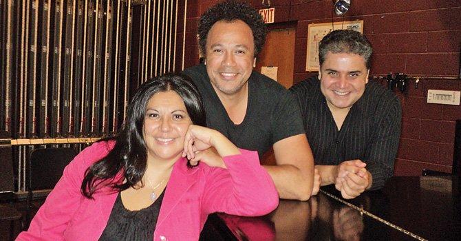 Cuatro cantantes líricos latinos