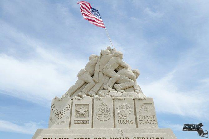 El Festival Anual de Esculturas de Arena de Revere Beach 2014 estuvo dedicado a las fuerzas armadas de Estados Unidos. Esta escultura fue diseñada por el equipo de participantes.