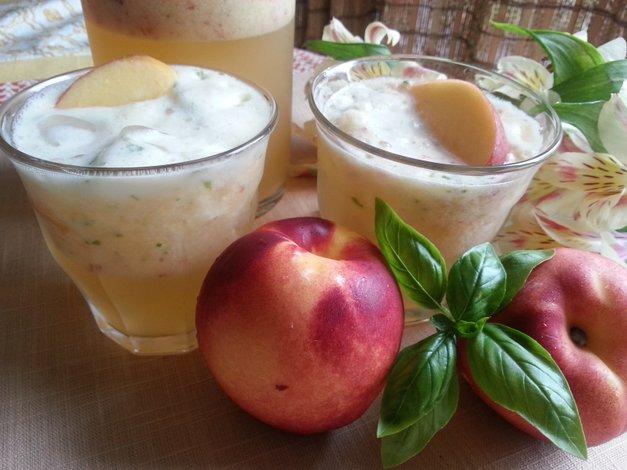 Agua fresca de nectarinas con albahaca fresca