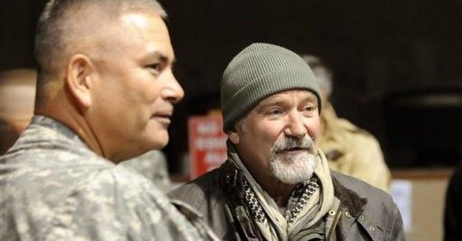 Militares honran a Robin Williams