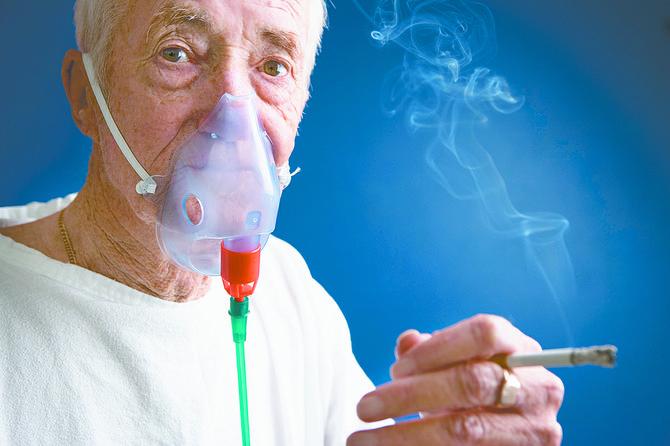 Sobrevivientes siguen fumando