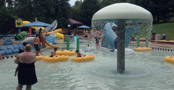 Toboganes y piscinas para despedir el verano